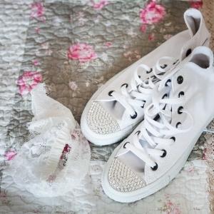 buty do ślubu i podwiązka