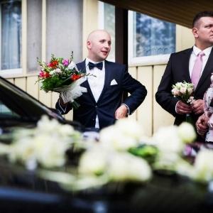 Pan Młody i bukiet ślubny