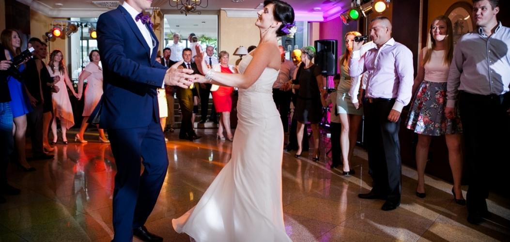 IZABELA i TOMASZ – fotoreportaż ślubny Kielce